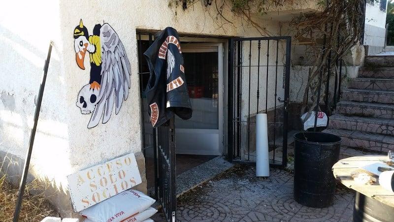 ingang bar scavengersMC